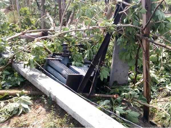 हरदोईः तूफान ने मचाई भारी तबाही, दो मासूमों समेत 5 की मौत, आधा दर्जन से अधिक घायल