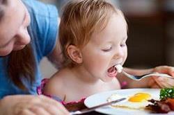 बच्चे को रोज खिलाएं 1 अंडा, मिलेंगे अनगिनत फायदे