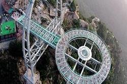 ये है दुनिया का सबसे ऊंचा प्लेटफॉर्म, फूक-फूक कर रखना पड़ेगा कदम