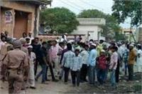 मुजफ्फरनगरः गौकशी को लेकर बवाल पर गांववालों ने पुलिस पर किया पथराव, दर्जनों घायल