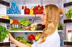 फ्रिज में भूलकर भी न रखें ये चीजें