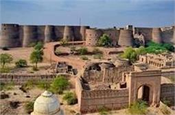 कभी हुआ करते थे हिंदुस्तान की शान, अाज पाकिस्तान में मौजूद है ये मशहूर किले