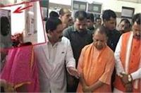 इलाहाबाद: यहां CM योगी को ना लगे गर्मी इसलिए निरीक्षण से पहले लगे 20 कूलर, जाते ही उठा ले गए अधिकारी