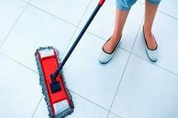 इन चमत्कारी तरीकों से हटाएं Floor Tiles के दाग-धब्बे