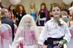5 साल की दुल्हन की अाखिरी ख्वाहिश, 6 साल के ब्वॉयफ्रेंड संग रचाई शादी