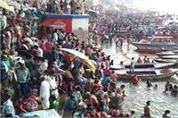गंगा दशहरा आज, वाराणसी में हजारों श्रद्धालुओं ने लगाई आस्था की डुबकी