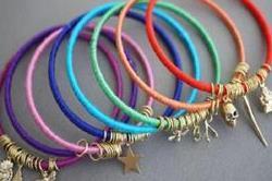 पुराने कंगनों से ऐसे बनाएं खूबसूरत Bracelet
