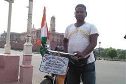 साइकिल पर स्वच्छ भारत के लिए करते हैं जागरूक, अनुभव ऐसा कि ...