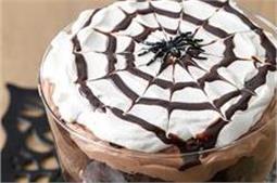 इस बार जन्मदिन पर बनाएं Chocolate Spider Trifle