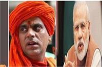CM पर चक्रपाणि महाराज का हमला, कहा- मोदी के हाथों की कठपुतली बन गए है योगी