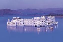 भारत के शाही होटल में से एक 'Lake Palace Udaipur'