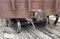 आगरा में पटरी से उतरी मालगाड़ी, गार्ड घायल, कई ट्रेनों के रुट ठप