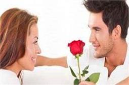 रूठी Girlfriend को मनाने के आसान तरीके