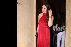 मनीश मल्होत्रा की पार्टी में रेड ड्रैस में पहुंची Kareena, ये सेलेब्स भी हुए शामिल