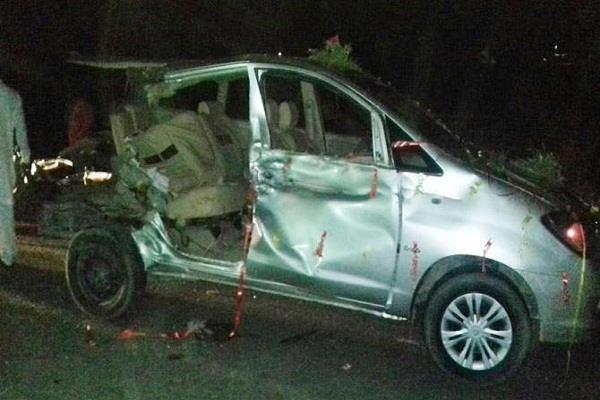 दर्दनाक सड़क हादसे में गाड़ियों के उड़े परखच्चे, दूल्हे सहित 4 की मौत
