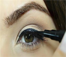 पसीने की वजह से फैलता है Eyeliner तो अपनाएं ये टिप्स
