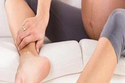 प्रैगनेंसी के दौरान पैरों की सूजन कम करने के उपाय