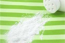 तेल के दाग से लेकर चींटियों का खात्मा तक करें Baby Powder