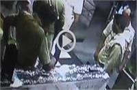 आगरा में दारोगा की दबंगई, AC खराब होने पर कर्मचारियों को जमकर पीटा