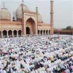 सलामती और अमन चैन की दुआ मांगने अल्लाह की इबादत में झुके हजारों सिर