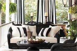 आउटफिट्स के बाद, फर्नीचर में भी छाया Stripe Fashion