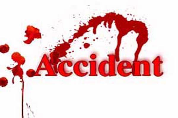 सड़क हादसे में 3 घायल