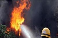 मॉल में लगी भीषण आग से मची अफरातफरी, बड़ा हादसा टला
