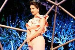 पेस्टल गाउन में दिखा सनी का Gorgeous look