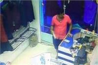 बंदूक की नोक पर कपड़े की दुकान में जमकर लूटपाट, वारदात CCTV में कैद
