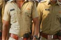 पुलिस की वर्दी पहन बदमाशों ने किया ये शर्मनाक काम