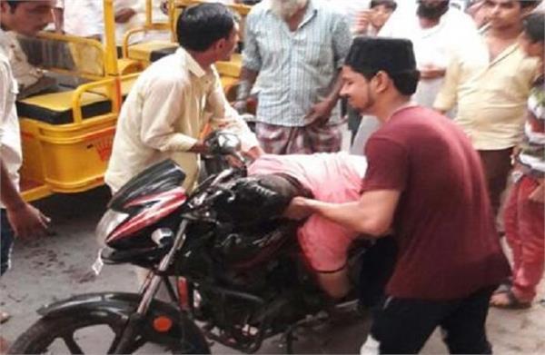 बदमाश भतीजे की पैरवी पड़ी पार्षद चाचा को महंगी, दबंगों ने गोलियों से दिया भून