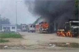 ट्रक की टक्कर से कांवड़िए की मौत पर बवाल, साथियों ने कई वाहन फूंके