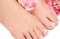 घर पर आसानी से करें पैडीक्योर और पाएं खूससूरत पैर
