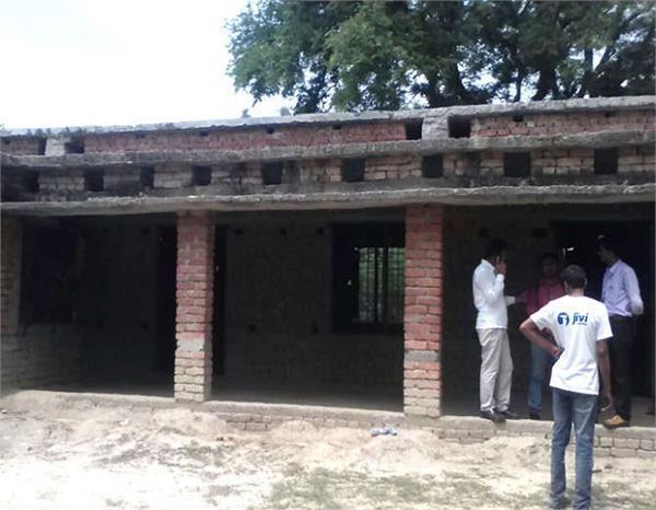 UP: एक स्कूल एेसा भी जहां सिर्फ मिड-डे मील के लिए आते हैं 5 स्टूडेंट