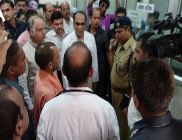 KGMU के ट्रामा सेंटर पहुंचे CM योगी, हालातों का जायजा लेकर दिए जांच के आदेश