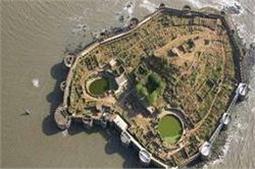 झील के पानी से घिरा यह किला, 22 तोपों से मिलती है सुरक्षा