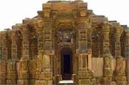 रहस्यमयी मंदिर! रात होते ही इंसान बन जाता है पत्थर