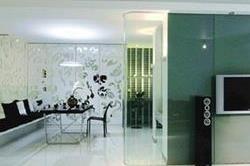 डिज़ाइनर मिरर से दे घर को Classic look