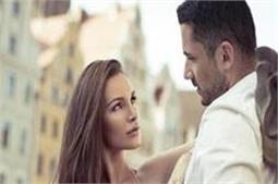 Handsome लड़कों को देखते ही लड़कियां सोचती हैं ये 5 बातें