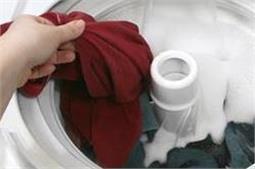 बार-बार कपडों का रंग हो रहा है फेड तो अपनाएं ये टिप्स