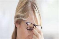 चश्मे की वजह से नाक पर पड़ गए हैं निशान तो ऐसे करें ठीक