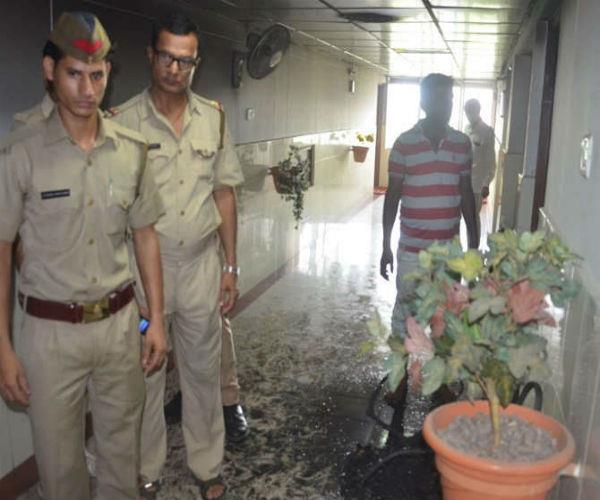 लखनऊ: जवाहर भवन में लगी आग, 4 दमकल गाड़ियों ने पाया आग पर काबू