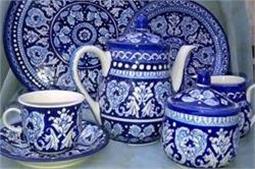 Blue Pottery से दें घर को रॉयल लुक
