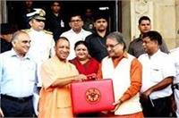 UP विधानसभा बजट सत्रः जोरदार हंगामे के बाद वित्तमंत्री ने पेश किया 3.84 लाख करोड़ का बजट