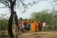 कर्ज से परेशान एक और किसान ने किया Suicide, जंगल में पेड़ पर लटकी मिली लाश