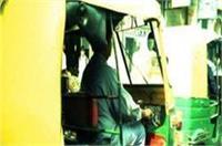 'स्वच्छ भारत अभियान' को अनूठे अंदाज में आगे बढ़ा रहा है यह ऑटो चालक