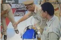यूपी पुलिस की गुंडई, दुकान में घुसकर ज्वैलर्स से की मारपीट