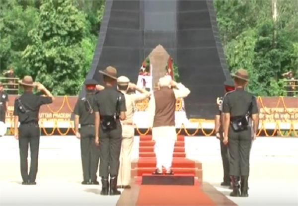 यूपीः राज्यपाल ने कारगिल दिवस के मौके पर शहीदों को दी श्रद्धांजलि