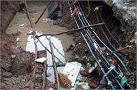 UP में बारिश का कहरः काशी विश्वनाथ मंदिर के पास 30 फीट नीचे धंसी सड़क