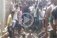 लकड़ी से भरा ट्रक पलटा, 2 मासूमों की हुई दर्दनाक मौत